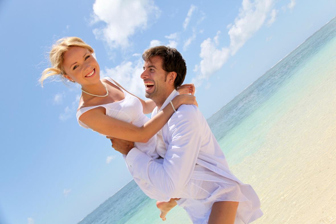 Все Чувства характеризуются валентностью или тоном — то есть могут быть приятными, неприятными или амбивалентными, нейтральными