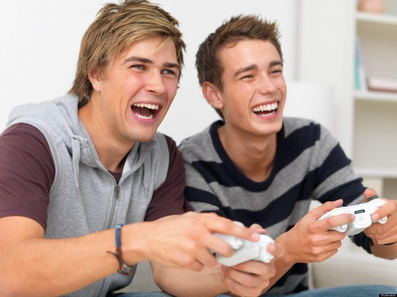 Наличие юмора, легкость отношений между друзьями говорит о высоком уровне собственного достоинства и знания ценностей в жизни. Юмор является одним из самых важных факторов дружбы. Только у лучших друзей имеются понятные им шутки, которые в любое время поднимут настроение и вернут к жизни