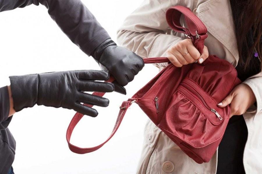 """Первоначально, грабители, обращаясь к своим жертвам иногда произносили фразу """"Гоп-стоп!"""", которая показывала терпиле, что тому необходимо притормозить, и ожидать ограбления."""