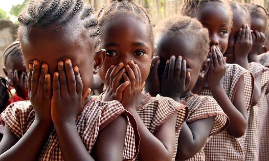 Практика обрезания женщин ужедавно привлекла внимание здравоохранительных иправозащитных организаций. Вмировом сообществе начиная с80-хгодов прошлого века вместо термина «женское обрезание» используются такие понятия, как«нанесение увечий женским гениталиям» или«повреждение женских гениталий». Объясняется этотем, чтонекоторые проводят аналогию смужским обрезанием, представляющим собой удаление крайней плоти.