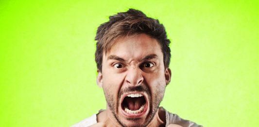 Горлопанство и грубый тон, нецензурная речь – одна из стадий деградации семьи. Оно генерирует две вещи: разрушение счастья, любви, дает боль. Если в семье прописалось горлопанство, то в сочетании с грубой речью становится для семьи разрушающей.