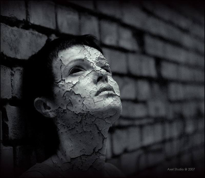 Желание умереть, объясняется неспособностью человека жить в гармонии с законами природы на физическом уровне и с законами мироздания – на тонком душевном, непонимания основных установок – добро, зло. Очень часто человек или центр его взглядов, поступков, намерений, суждений, убеждений находятся на неправильной оси и точка отсчета. Просто эту точку сместили во время жизни или человек уже пришел со смещенным центром понятий. Прочитайте 7 смертных Грехов. Вероятно, когда придумывали всего 7 смертных грехов, об остальных гадких проявлениях человека было мало известно.