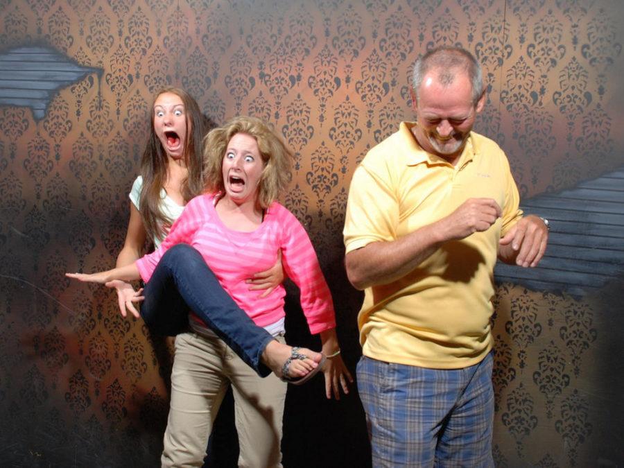 Испуганность – это склонность человека периодически испытывать внезапное чувство страха, сильное душевное волнение от чего-нибудь страшного, пугающего. Защитная реакция организма на неизвестность последующих событий. Испуг — рефлекторная реакция на опасную или страшную внезапно возникшую и предполагаемую опасность. Проявление Человек обычно вздрагивает, у него расширяются зрачки, застывает тело, втягивается голова в шею, иногда бывает мочеиспускание, дефекация, ощущение холода. В отличие от испуга как рефлекторной реакции существует испуг, с которым человек живёт постоянно. Испуганность, как черта характера может надолго и прочно поселиться в мозгу человека. Внешне ничего страшного не происходит, а человек выглядит испуганным. Испуг написан на его лице и его поведении. Каждый раз, когда какое-то негативное событие происходит, непонятное пугает, понятное успокаивает.