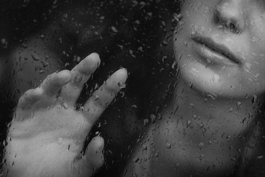 Тоскливость - это чувство и одновременно состояние человека, в котором он периодически испытывает сильное душевное мучение, грусть, воспоминания, за которыми стоит желание обладать, чем-либо или кем-либо.