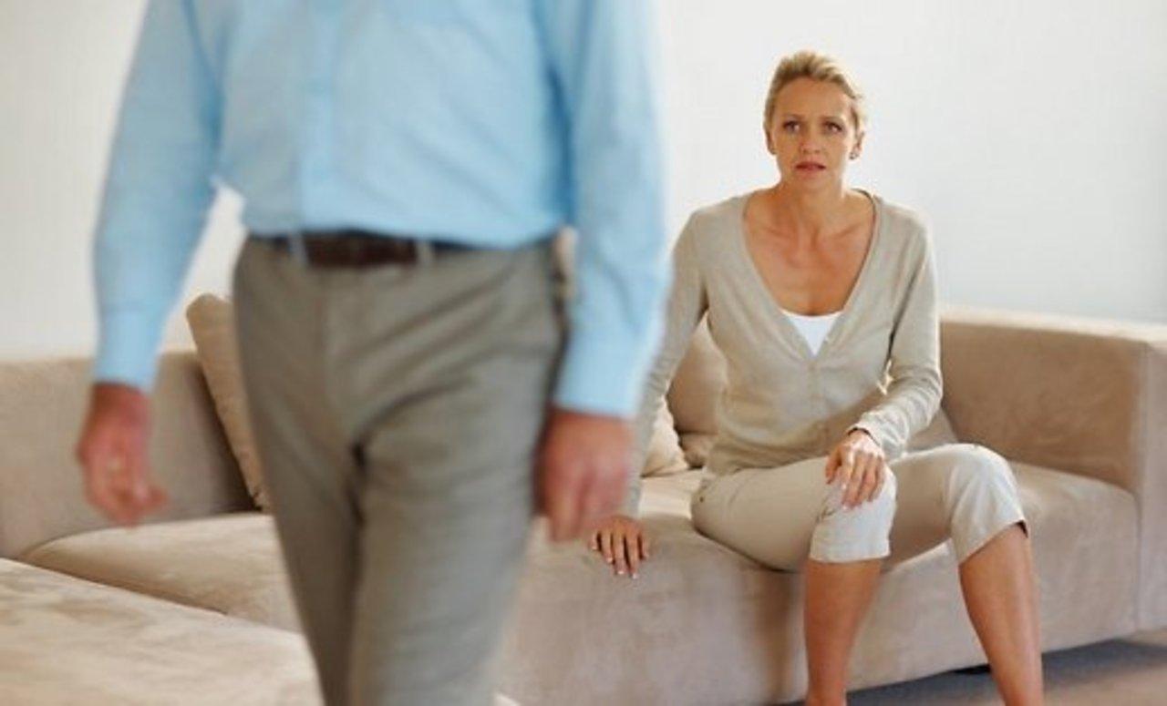 Чувство брошенности женщины - это длительное погружение в психологически опасное состояние, с чувствами покинутой, отвергнутой, никому не нужной и не интересной женщины.