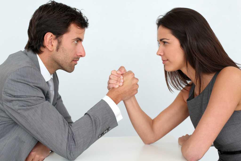 Что же касается реакции женщины, то женщина чаще всего не вырастает, а напротив портится. Самое главное для женщины - не экстрим, а чувствовать себя защищённой. По своей сути женщина домашний зверёк, который должен из-под крылышка любящего и заботливого папеньки попасть под крылышко заботливого и любящего муженька - тогда она сохранит и чистоту души, и свою женственность.