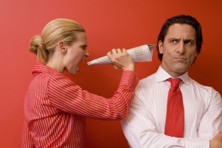 Если вы хотите разоблачить самое злостное мошенничество женщины, подчинитесь ему буквально, ничего не добавляя от себя, промолчите, чтобы вскрыть его природу — Через несколько минут, Вам дадут более подробную суть манипуляций!