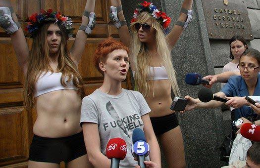 Намеренное внедрение социальных установок на Самодостаточность именно женщинам. Возможно нам и непозволительно просто сидеть, и ждать коллапса человечества, а возможно это и наоборот, будет положительным продолжением развития общества. Мужчины должны поспособствовать наступлению Феминизма. Мы должны дать феминисткам именно то, что они хотят: коллапс общества.