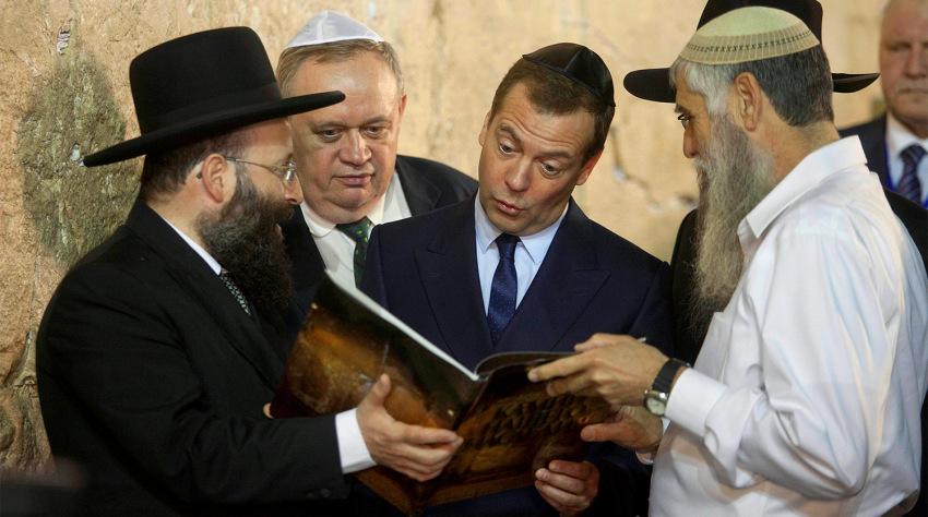 Понятно вам, как евреи воспитаны, на каких примерах? И как они обучены относится к вам, иваны-дураки?