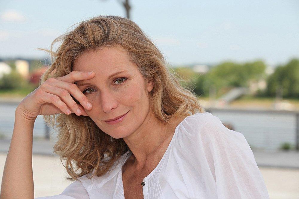 В каком возрасте женщина считается старой? Очень часто, у самих женщин, можно встретить мнение, что женщина после 30 уже немолодая, а после 40 и вовсе старая. Самое удивительное, что это суждение охотно поддерживают и сами женщины. Раскроем сущность женщин в разных возрастных категориях