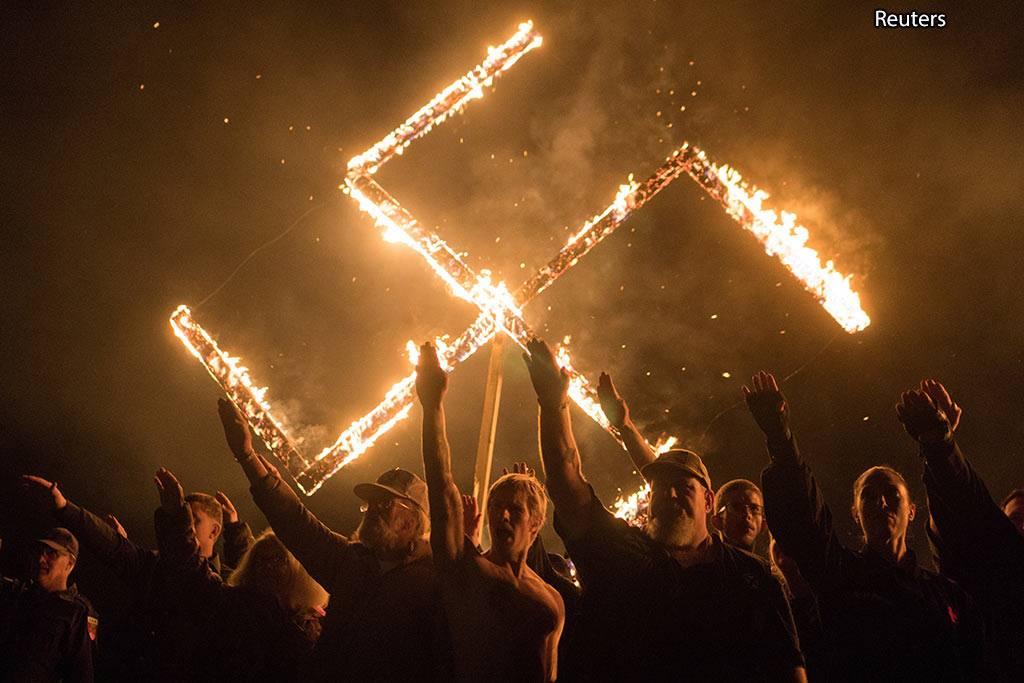 Тем временем европейские евреи все чаще чувствуют себя не гражданами свободных стран, а обитателями осажденной крепости, по выражению Центра Кантора. Они стараются не привлекать к себе внимания на улице традиционными атрибутами. Кое-где еврейские кварталы охраняются полицией и военными. Постоянно растет число антисемитских акций, таких как вандализм на кладбищах и других еврейских объектах, оскорбления, притеснения по месту работы и учебы.