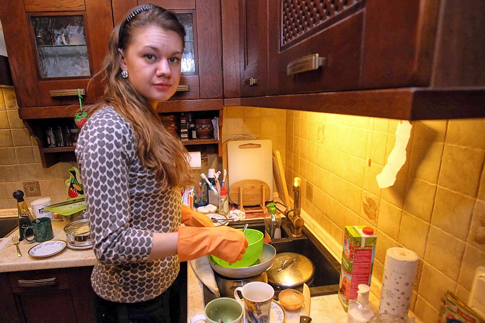 Зарплату домохозяйкам