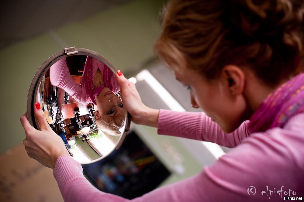 Современный мир - это королевство кривых зеркал, в котором всё наоборот.